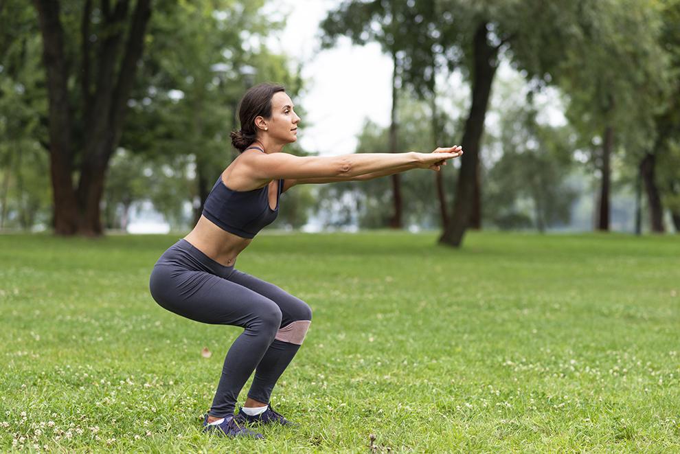 Doğru Squat Nasıl Yapılır? Düzenli Squat Yapmanın Faydaları Neledir?